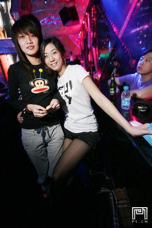 北京夜店实拍性感女郎
